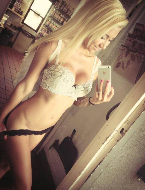 uber-hot-lingerie-selfie-10
