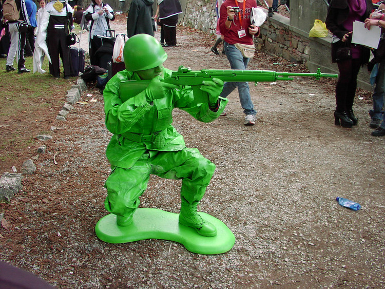 Great cosplay, how did he get so green!?